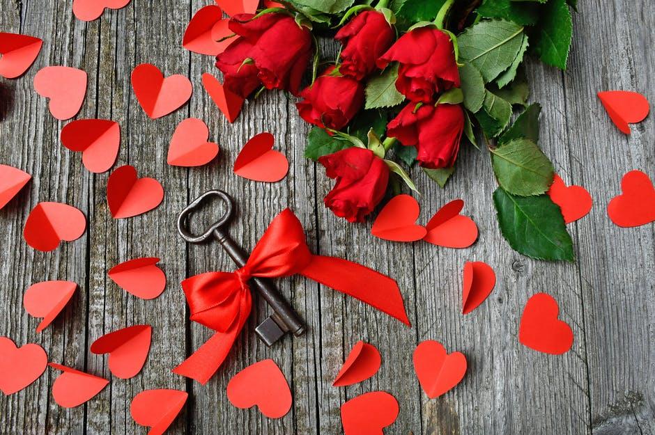 amour propre Couples 18 Signes qui prouvent que vous fréquentez peut-être la mauvaise personne amour miroir rompre la corde dispute couples besoins écouter confiance dispute.jpeg