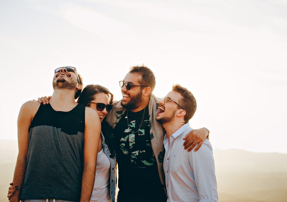 Couples 18 Signes qui prouvent que vous fréquentez peut-être la mauvaise personne amour miroir rompre la corde dispute couples besoins écouter confiance souvenirs amitié