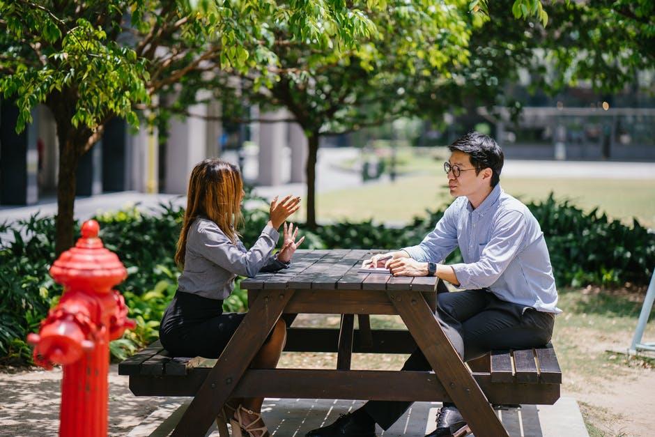 Couples 18 Signes qui prouvent que vous fréquentez peut-être la mauvaise personne amour miroir rompre la corde dispute couples besoins seule conversation.jpeg