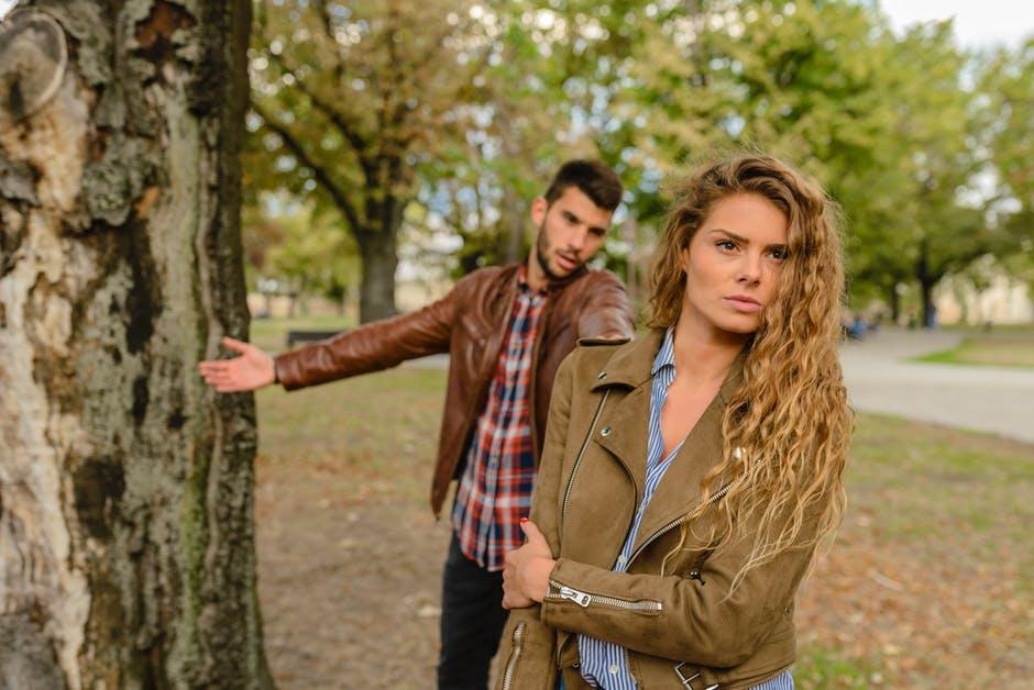 Couples 18 Signes qui prouvent que vous fréquentez peut-être la mauvaise personne amour miroir rompre la corde dispute couples